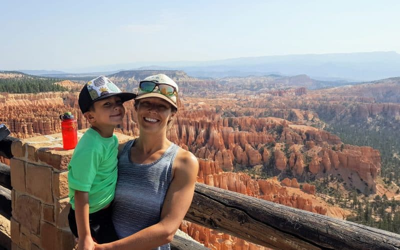 Bryce Canyon With Kids - Mom and son in front of Bryce Canyon