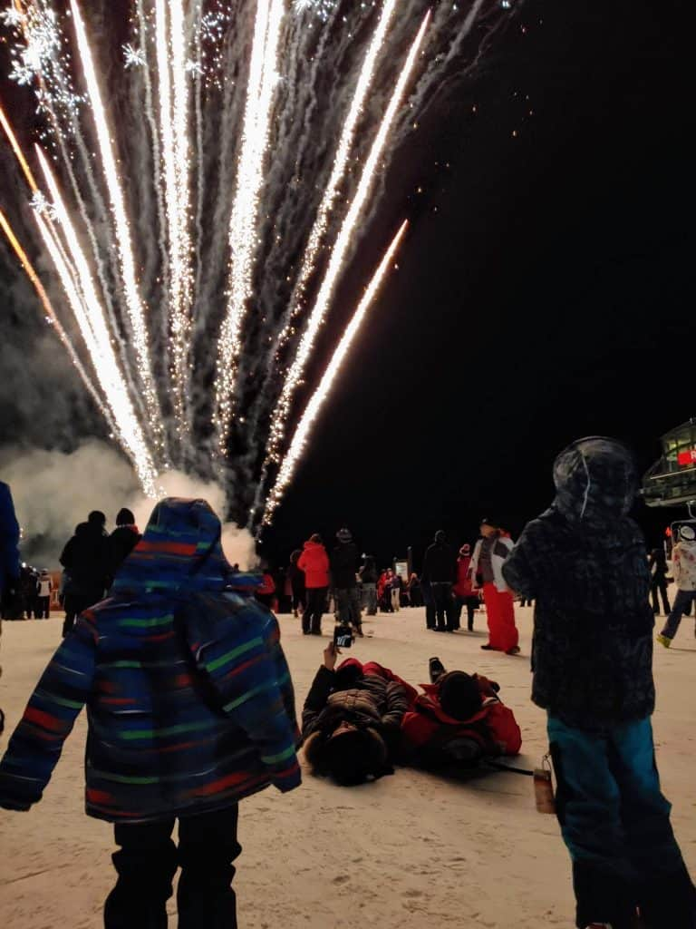 kids watching the keystone kidtopia fireworks from the top of keystone mountain